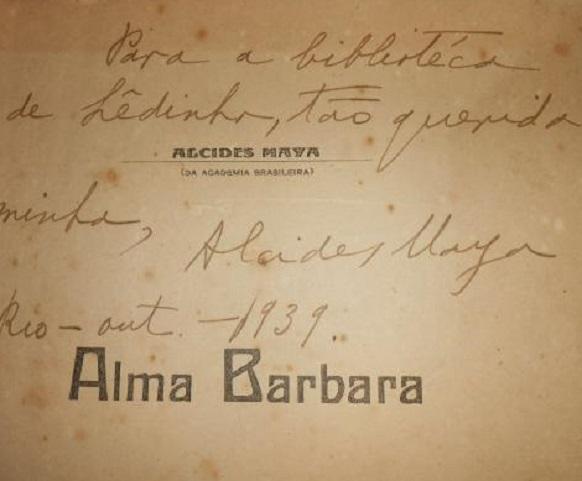 Fotografia de folha de rosto assinada por Alcides maya para Alma Bárbara