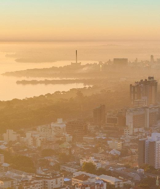 https://pt.wikipedia.org/wiki/Porto_Alegre#/media/Ficheiro:Porto_Alegre_vista_a_partir_do_Morro_Santa_Teresa.jpg